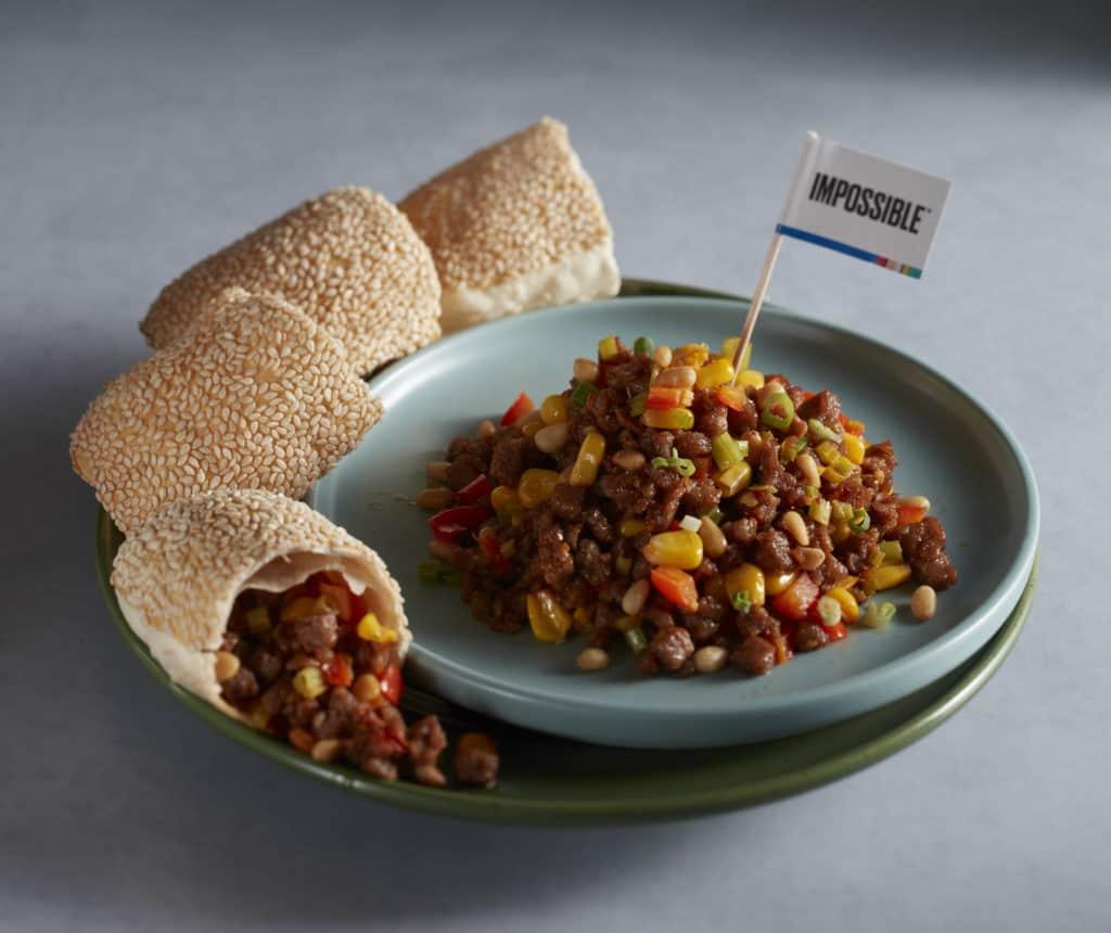 松子植物牛肉配叉子烧饼 © Impossible Foods